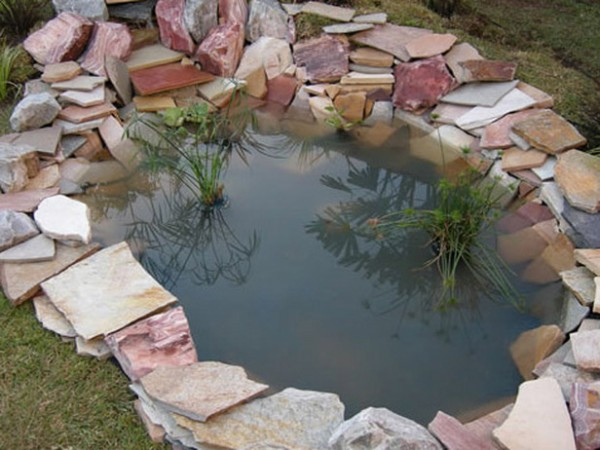 20 impressive diy water feature and garden pond ideas for Outside fish pond ideas