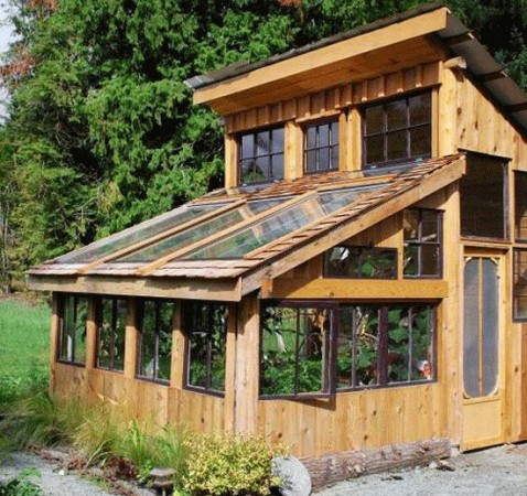 21 stunning diy greenhouses you can make for House made by waste material